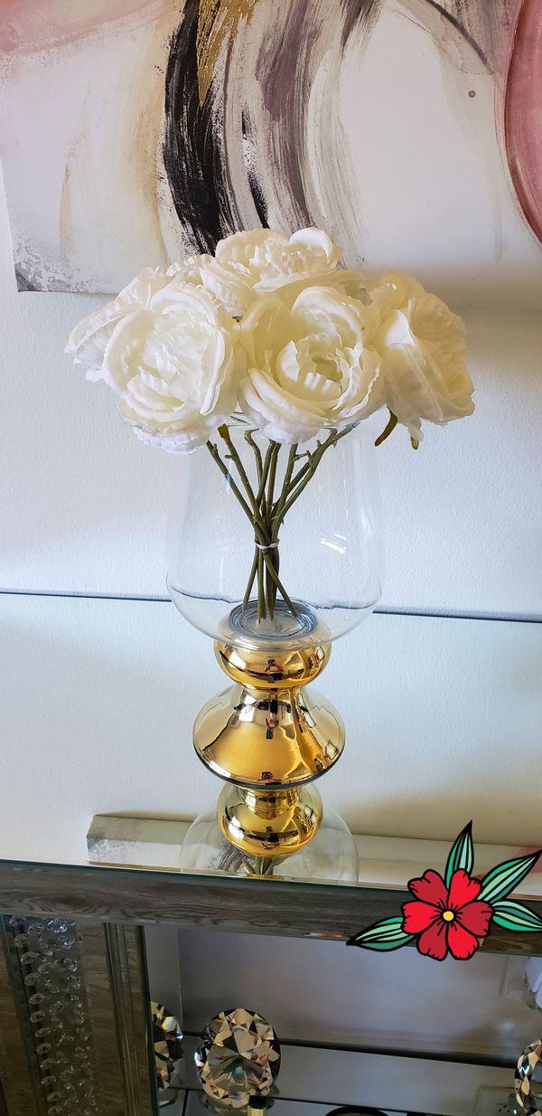 Florero / Flower vase.