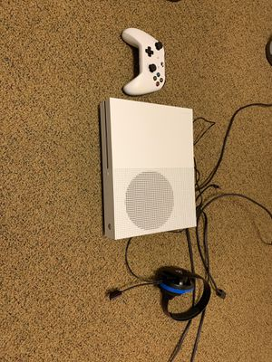 Xbox One S 1TB with Controller and Turtle Beach Headset for Sale in Palos Heights, IL