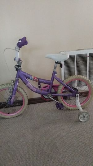 Girl princess bike with training wheels for Sale in Kissimmee, FL