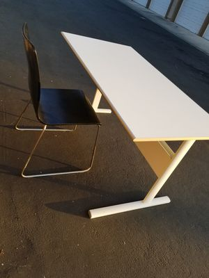 Desk & Chair for Sale in Rancho Santa Margarita, CA