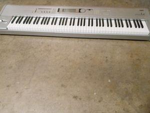 Piano 88 Key, Korg Triton, Heavy, Workstation for Sale in Phoenix, AZ