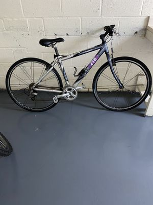 Brand new mountain bike need gone asap ! Size 28 for Sale in Lanham, MD