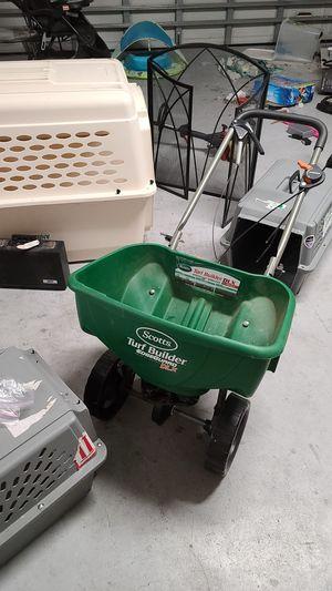 Scott fertilizer spreader for Sale in Tarpon Springs, FL