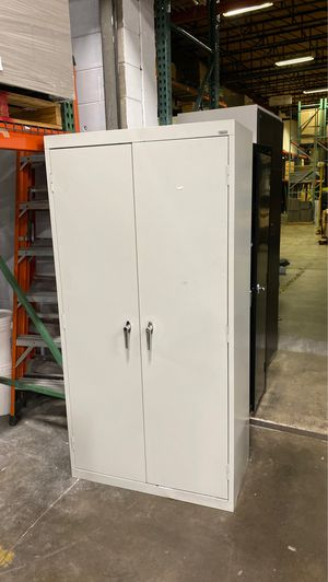 2 door storage cabinet for Sale in Orlando, FL