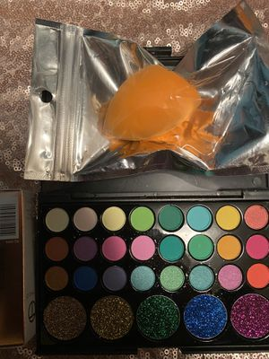 Eyeshadow +lipstick +beauty blender for Sale in Hilliard, OH