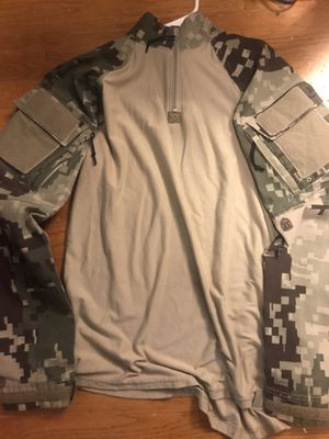 Men's Camo Shirt Size Large for Sale in Everett, WA