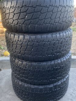 Set of 4 285/65/18 Nitto for Sale in Bakersfield,  CA