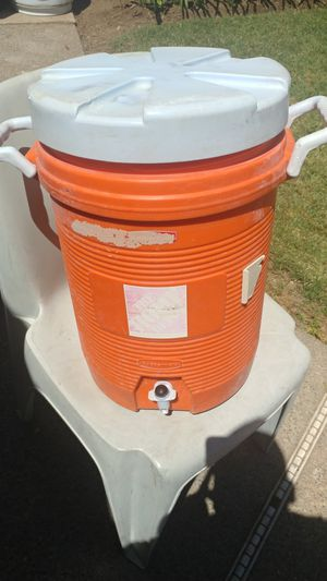 Rubbermaid 5 Gallon Drink Cooler for Sale in Fresno, CA