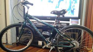 """Trek Navigator 200 Mountain Bike! Frame Size 15"""" on 26"""" wheels! Real clean no rust & no scratches with new bontrager tires! for Sale in La Mesa, CA"""