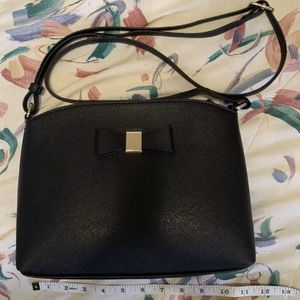 Faux Leather Black Crossbody Purse With Bow Striped Interior for Sale in Centreville, VA