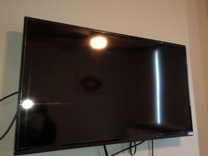 Vizio D40-D1 (40 inch smart tv) + wall mounting bracket ** plastic still on tv** for Sale in Madison, WI