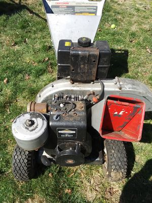 8 hp Briggs & Stratton wood chipper for Sale in Fall River, MA