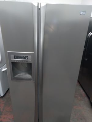 REFRIGERATOR LG SIDE BY SIDE DOORS STAINLESS STEEL for Sale in Los Angeles, CA