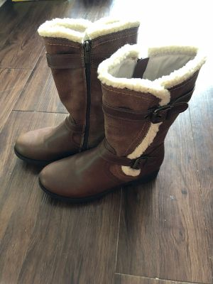 Women/ Girls snow boots for Sale in Irving, TX
