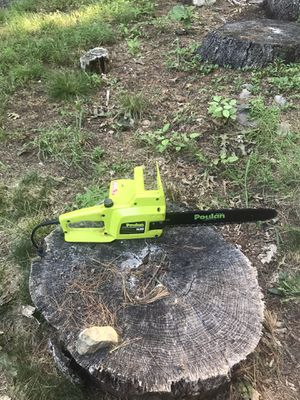 Poulan 1420 Plug In Chainsaw for Sale in Tolland, CT