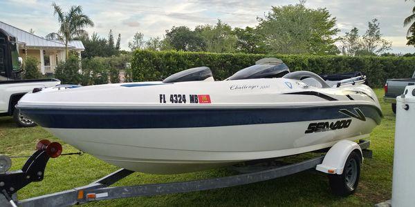 Jet boat Seadoo Challenger 2000