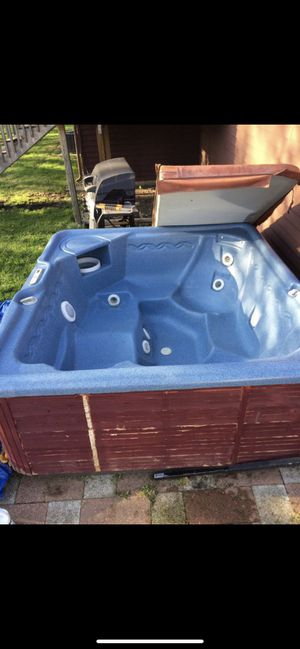 Hot tub for Sale in Elkhart, IN