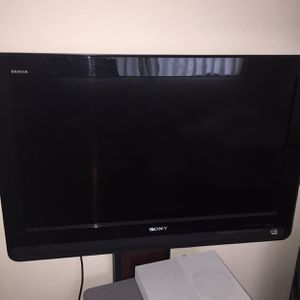 Sony Bravia 32 Inch Flat Screen With Xbox One Included for Sale in Modesto, CA