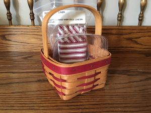 Longaberger Sweetheart Basket w/liner & prot for Sale in Crown Point, IN
