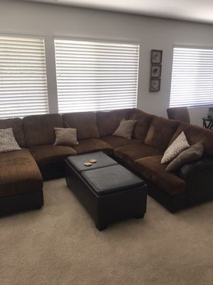 Great sectional really good condition with ottoman for Sale in Corona, CA