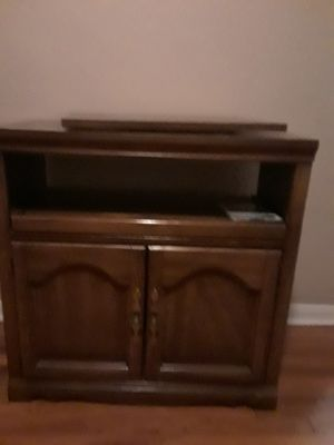 Real hardwood rotating tv stand for Sale in MIDDLEBRG HTS, OH