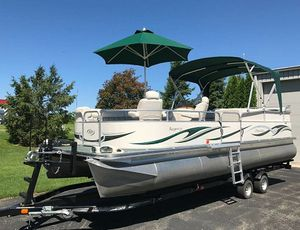 🚭2006 Manitou Legacy Pontoon Boat and Trailer🚭Please contact: Wendy101US@🇬 🇲 🇦 🇮 🇱.🇨 🇴 🇲 (Type it by hand please) for Sale in San Jose, CA