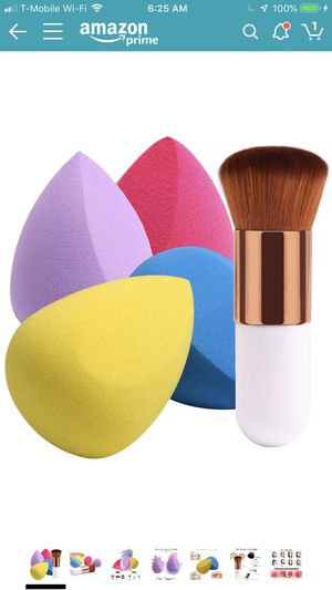 Brand new 4+1Pcs Makeup Sponges with Foundation Brush, Foundation Blending Sponge for Liquid Cream and Powder, Professional Beauty Sponge Blender & for Sale in Victorville, CA