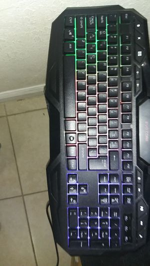 Wired EVO CORE gaming keyboard changes colors for Sale in Miami, FL