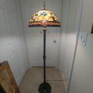 BEAUTIFUL DALE TIFFANY STYLE FLOOR LAMP for Sale in The Bronx, NY