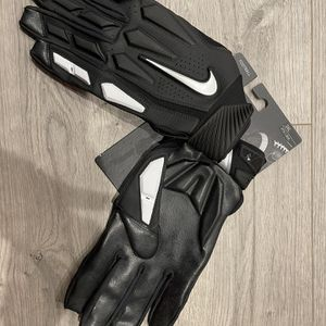 Nike D-Tack 6.0 Lineman Football Gloves Black/Silver Mens Size XXXL GF0655-937 for Sale in Fremont, CA