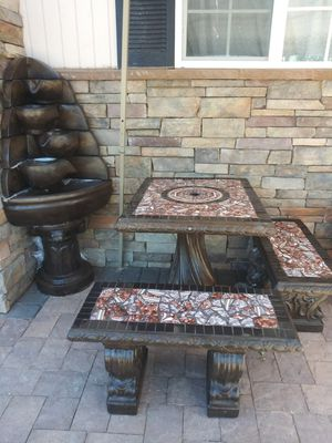 Water Fountain and table with 2 benches Fuente y mesa for Sale in Las Vegas, NV