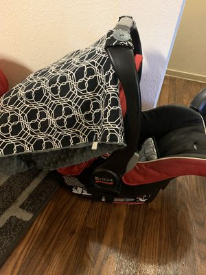 Britax baby car seat with base and cover!Good condition good for Sale in McClellan Park, CA