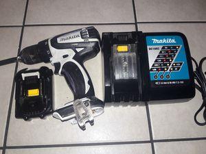 Makita drill con cargador y bateria for Sale in Long Beach, CA