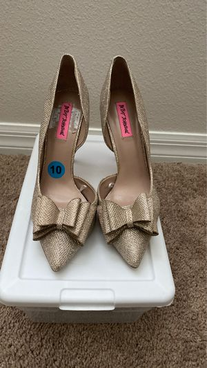Betsy Johnson gold heels! for Sale in St. Cloud, FL