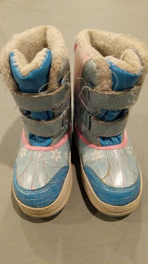 Girls size 11 snow boots Frozen for Sale in Hazelwood, MO