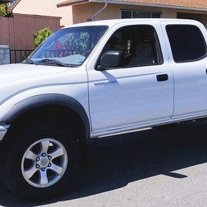 clean 2003 Toyota Tacoma 2.7L 4WD for Sale in Visalia, CA
