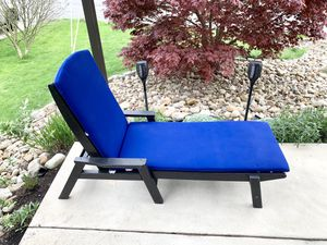 Great father's Day gift let him relax! LIKE NEW POLYWOOD greatest patio lounge chair ever!!! for Sale in Monroeville, PA