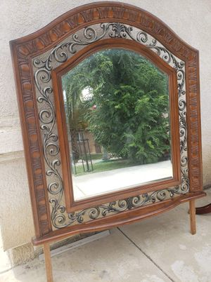 Dresser mirror for Sale in Bakersfield, CA