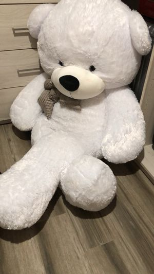 Toys/big teddy bear for Sale in Pinecrest, FL