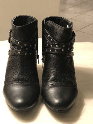 Nice black Boots for sale size 8 for Sale in Aurora, CO