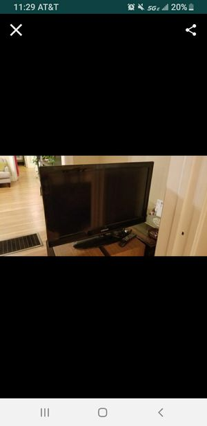 42in TV and remote for Sale in Oakland, CA