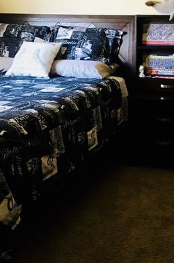 Queen Wood Bedroom Set, Bed Frame, 6 Drawers With Mirror, 2 Book Shelve With 2 Drawers. for Sale in Downey,  CA