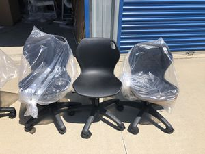 Brand new set of 3 children's swivel desk chairs. for Sale in Fowler, CA