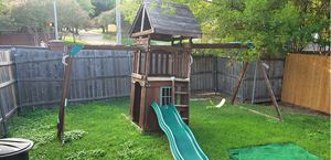 Play house and swing set for Sale in Grand Prairie, TX