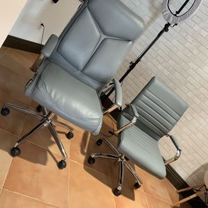 2 Office Chairs Like New for Sale in Claremont, CA