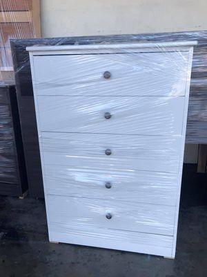 Compressed wood dresser 5 drawer for Sale in Commerce, CA