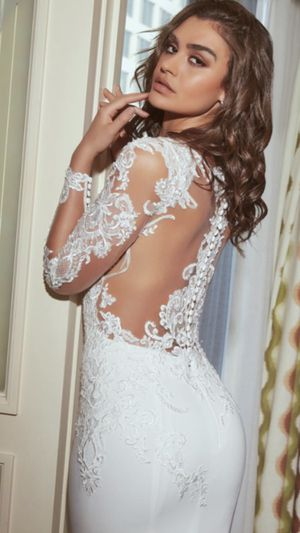 Kittychen Couture Wedding Dress - Fantasy Size 4 for Sale in Swampscott, MA