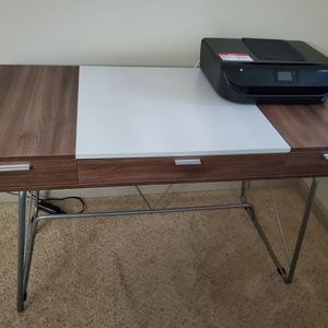 Desk (Like New) for Sale in La Mesa, CA