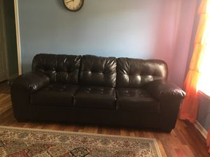Leather sofa very good look like new, La Vergne TN for Sale in La Vergne, TN