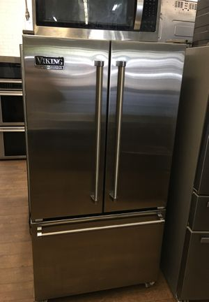 Viking Professional Counter Depth Bottom Freezer Fridge for Sale in Santa Monica, CA